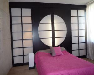 d nicher une porte coulissante japonaise petit prix. Black Bedroom Furniture Sets. Home Design Ideas